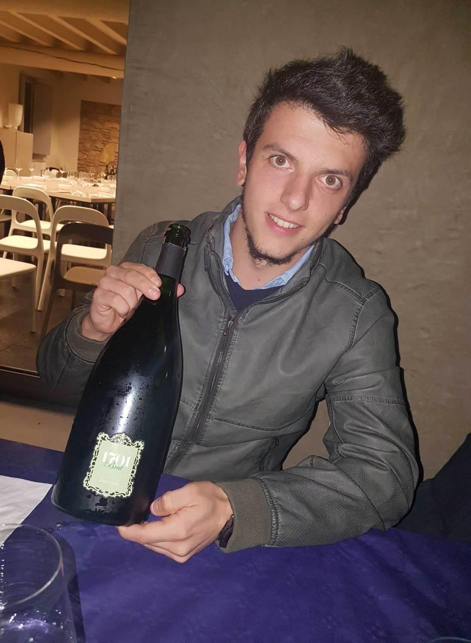Bottiglia di vino biodinamico in Franciacorta cantina 1701