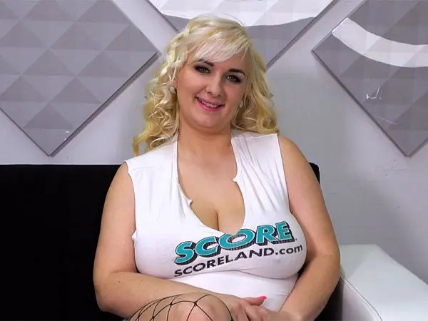 busty blonde lola paradise model boobs