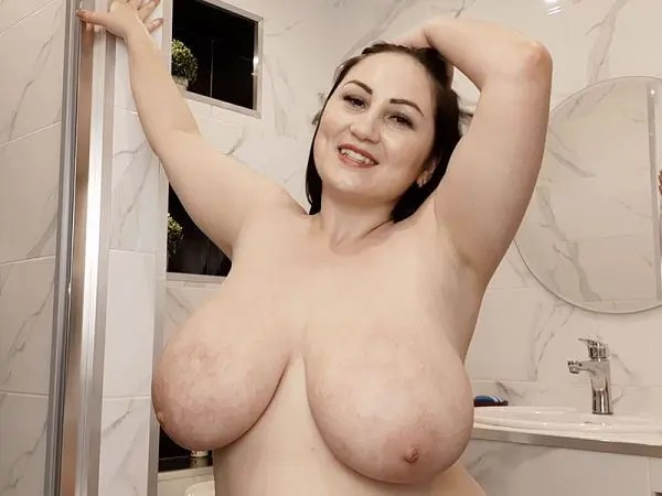 BBW Ivanna Lace shower time tits XXX