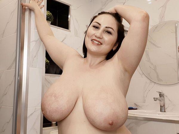 BBW Ivanna Lace shower time tits XXX