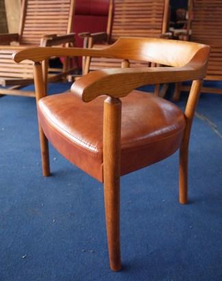 曲木名人・中村守夫さんデザインの椅子。