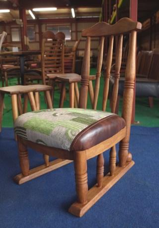 えんがわでお茶を楽しむ椅子。