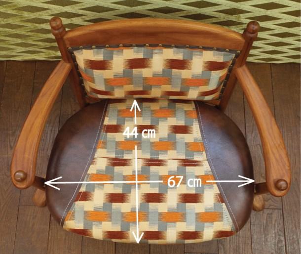 座面幅67㎝で男性でもあぐらがかけるゆったり座面。