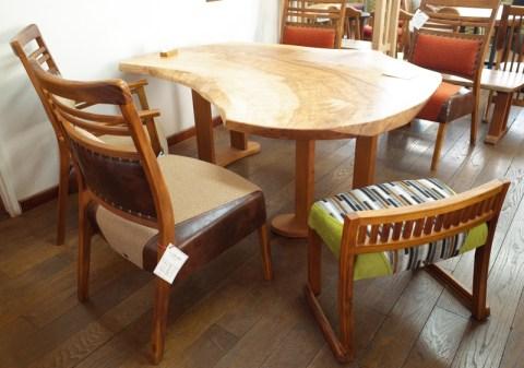 ちょっとお客さんが増えた時にベンリな椅子。
