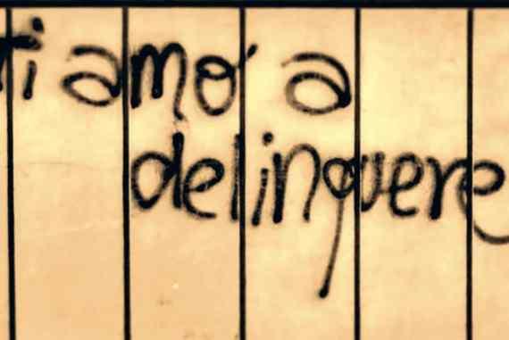 Le Scritte D Amore Sui Muri Diventano Un Libro Un Amore Sgrammaticato Con Ricavato In Beneficenza Bcc La Voce