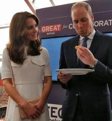 duke and duchess eat cake