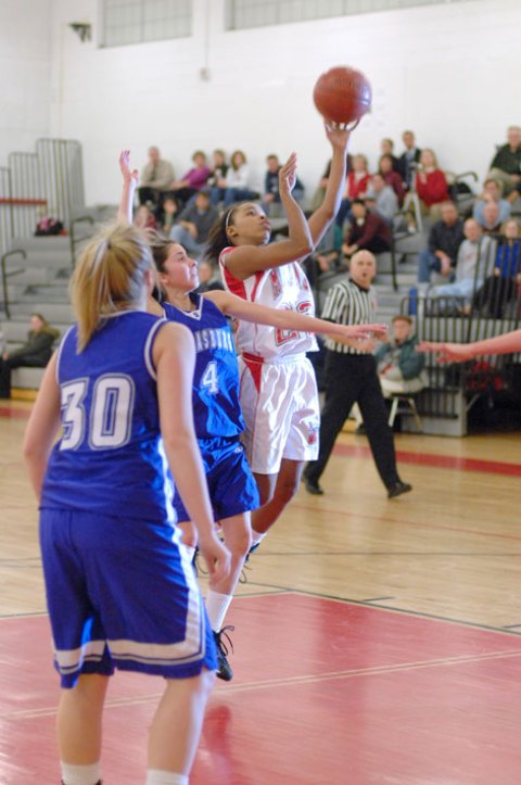 MEREDITH HAMME (14) battles for the ball in the paint. (Photo: Bob Morrison, Bonnie Briar Productions, LLC)