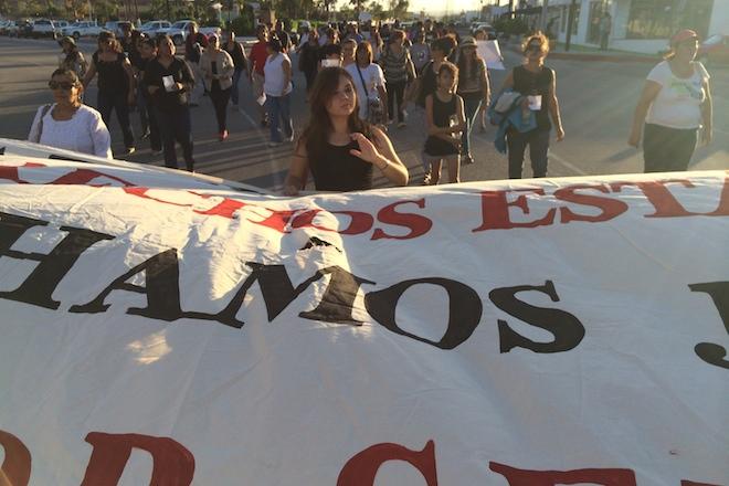marcha ayotzinapa la paz 5