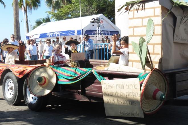 desfile ninos carro