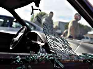 cristalazo robo vehiculo violencia accidente