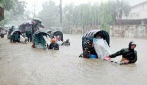 টানা বৃষ্টিতে চট্টগ্রাম-রাঙামাটি সড়ক যোগাযোগ বন্ধ