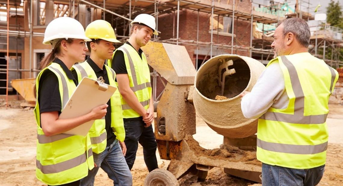 There are many reasons people hire a building contractor but generally speaking, it is to undertake all of the tasks and duties relating to whatever the project is. For people who need to hire a general contractor it can be a minefield.