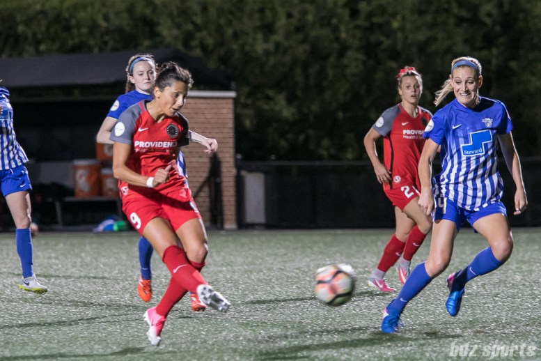 Portland Thorns FC forward Nadia Nadim (9) shoots to score the game-tying goal.