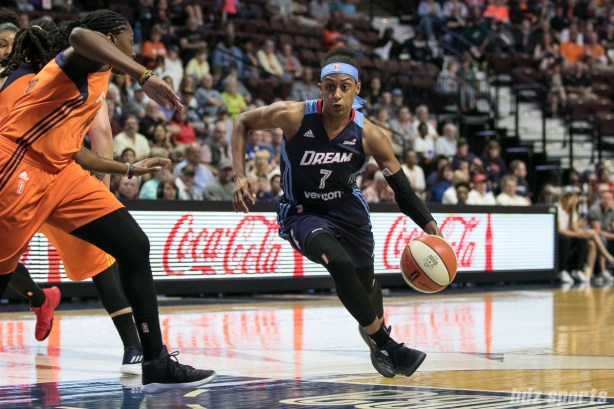 Atlanta Dream guard Brittney Sykes (7) drives to the basket.