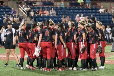 The Akron Racers huddle before the start of the inning.