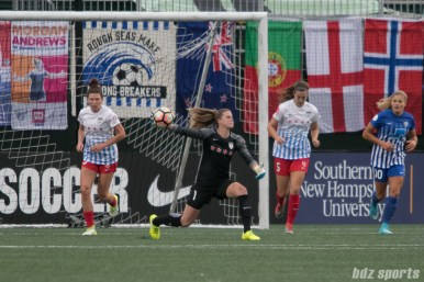 Chicago Red Stars goalkeeper Alyssa Naeher (1) throws the ball up field.