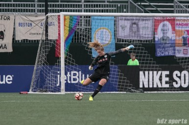 Chicago Red Stars goalkeeper Alyssa Naeher (1) takes a goal kick.