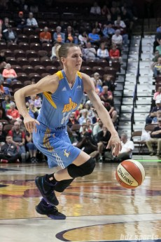 Chicago Sky guard Allie Quigley (14) dribbles up the lane.
