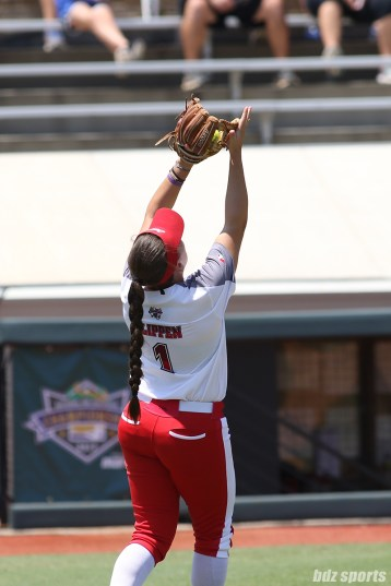 Scrap Yard Dawgs infielder Hannah Flippen (1) makes the catch for the out