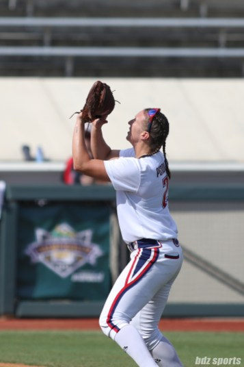 USSSA Pride shortstop Shelby Pendley (2) gets under the ball make a catch for the out