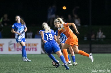 Houston Dash forward Rachel Daly (3) controls the ball for the Dash