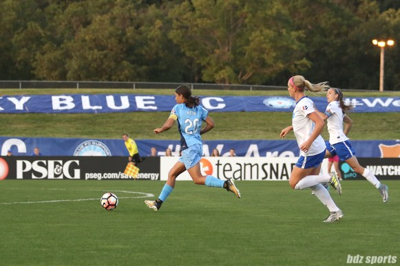 Sky Blue FC forward Sam Kerr (20) looks to put the ball away in an open net for the game's lone goal