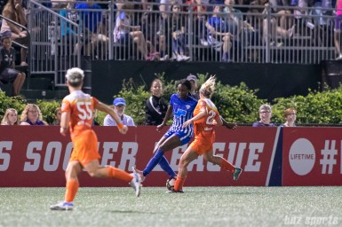 Boston Breakers forward Ifeoma Onumonu (22) takes on Houston Dash defender Camille Levin (22)