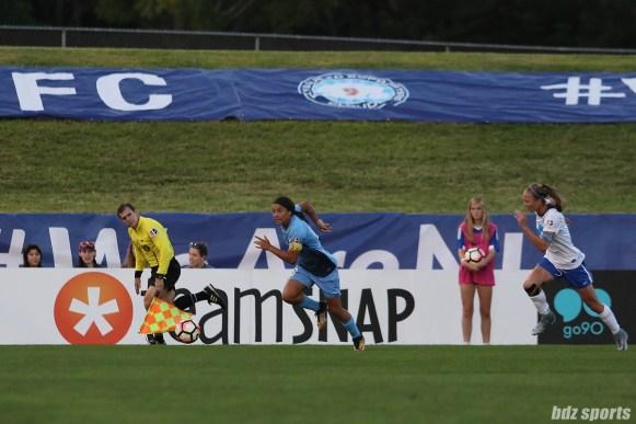 Sky Blue FC forward Sam Kerr (20) makes a break towards goal