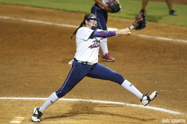 USSSA Pride pitcher Kelsey Nunley (33)