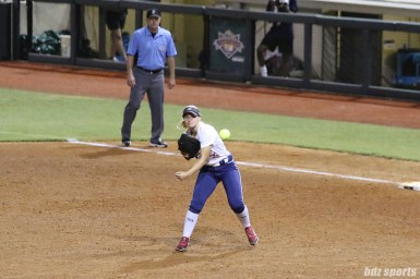 USSSA Pride first baseman Hallie Wilson (22) makes the throw to third
