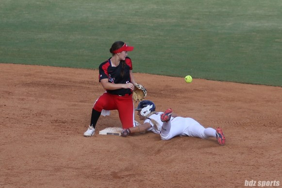 USSSA Pride third baseman Courtney Ceo (6) is safe at second base