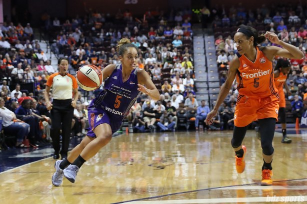 Phoenix Mercury guard Leilani Mitchell (5) drives to the basket