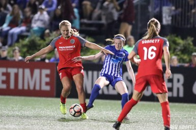 Boston Breakers midfielder Rose Lavelle (11) challenges Portland Thorns FC midfielder Lindsey Horan (7) for the ball