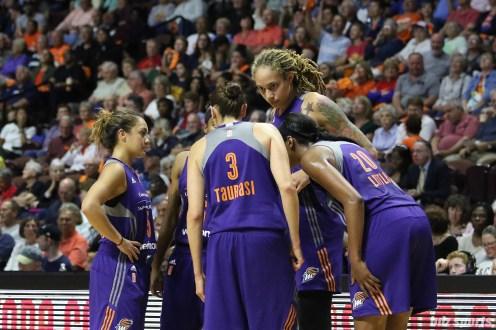 Phoenix Mercury players huddle around guard Diana Taurasi (3)