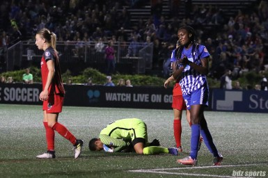 Portland Thorns FC goalkeeper Adrianna Franch (24) smothers the ball