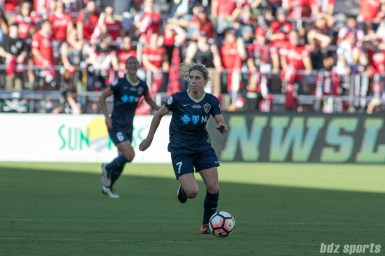 North Carolina Courage midfielder McCall Zerboni (7) dribbles the ball in the midfield