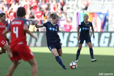 North Carolina Courage midfielder Sam Mewis (5) takes a shot on goal