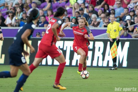 Portland Thorns FC midfielder Lindsey Horan (7)