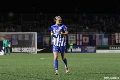 Boston Breakers defender Amanda Frisbie (17) jogs over to take a corner kick