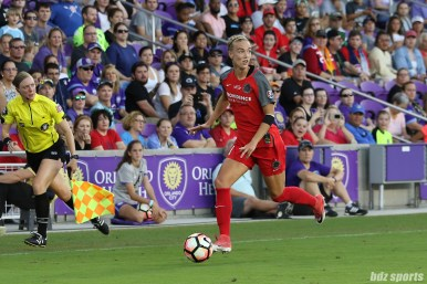 Portland Thorns FC midfielder Dagny Brynjarsdottir (11) dribbles the ball down the sideline