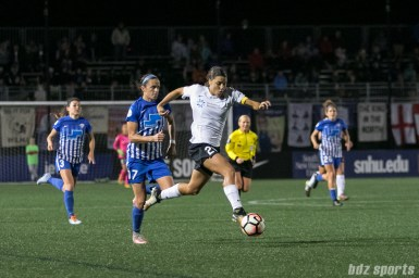 Sky Blue FC forward Sam Kerr (20) dribbles towards goal