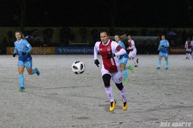 Ajax midfielder Desiree van Lunteren (10) chases down the ball