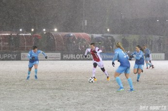Ajax midfielder Desiree van Lunteren (10) dribbles the ball up the field