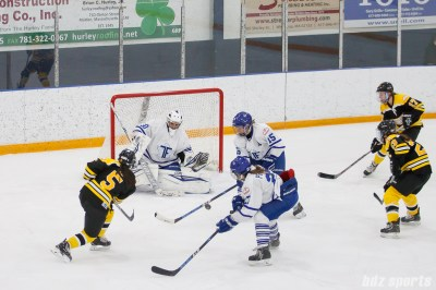 Boston Blades forward Michelle Ng (5) takes a shot on goal