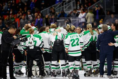 The Markham Thunder celebrate winning the 2018 Clarkson Cup Final