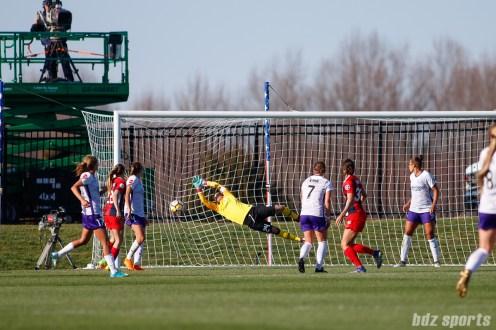 Washington Spirit forward Ashley Hatch (33) shot finds the back of the net