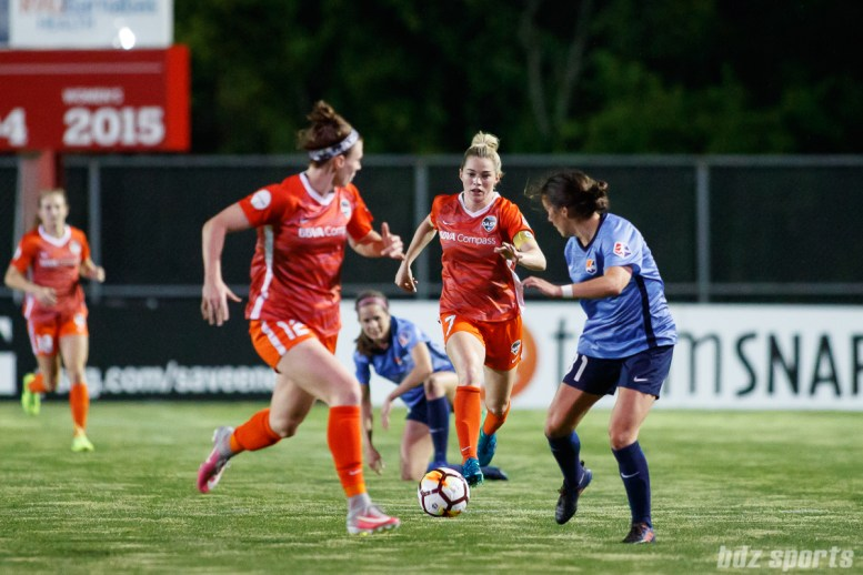 Houston Dash midfielder Kealia Ohai (7)