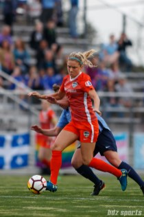 Houston Dash midfielder Kristie Mewis (19)