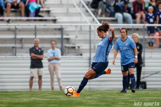Sky Blue FC midfielder Carli Lloyd (10) takes a free kick