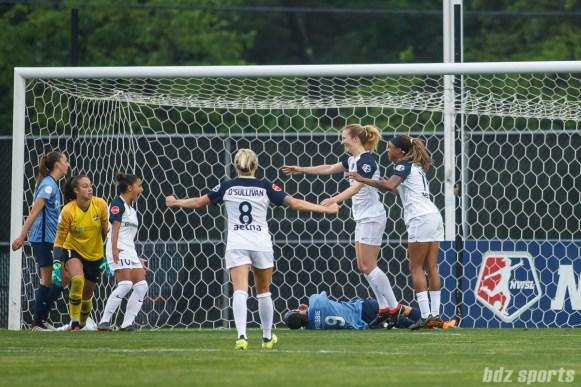 The North Carolina Courage celebrate Courage midfielder Samantha Mewis's (5) goal